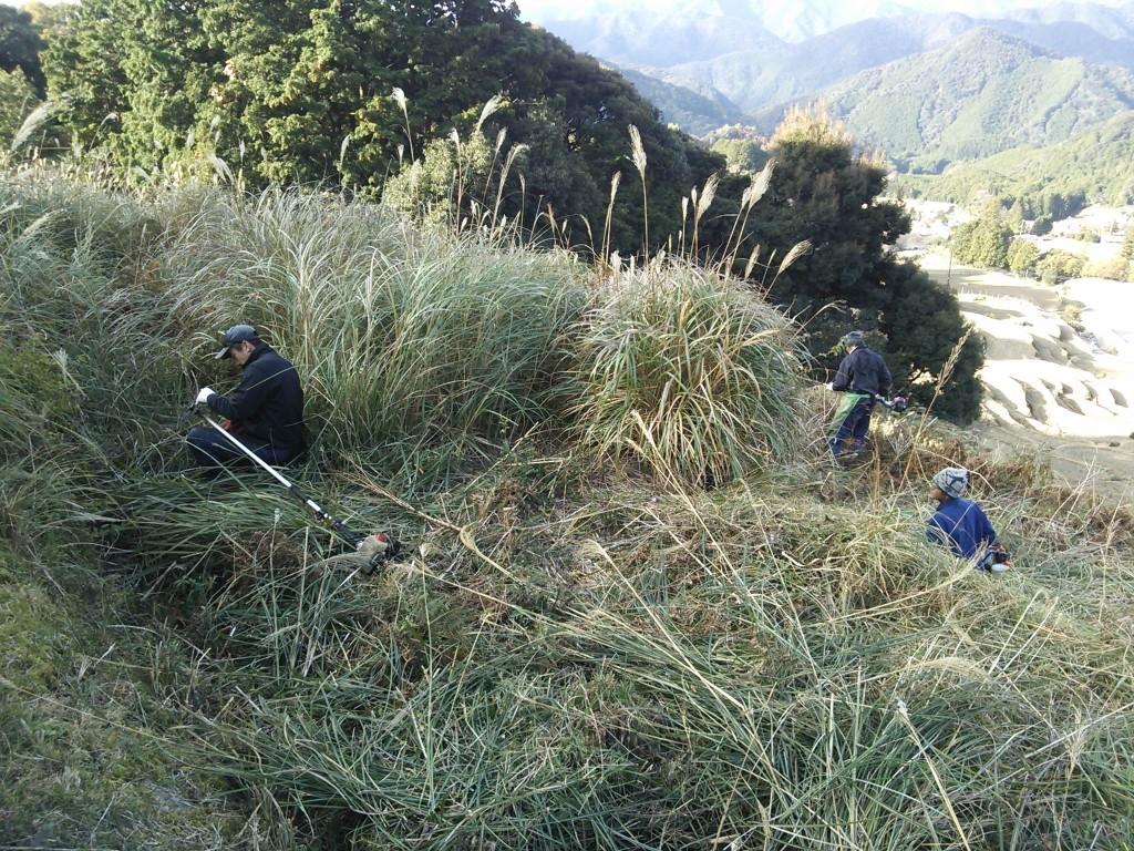 色川青年会が小阪で草刈り