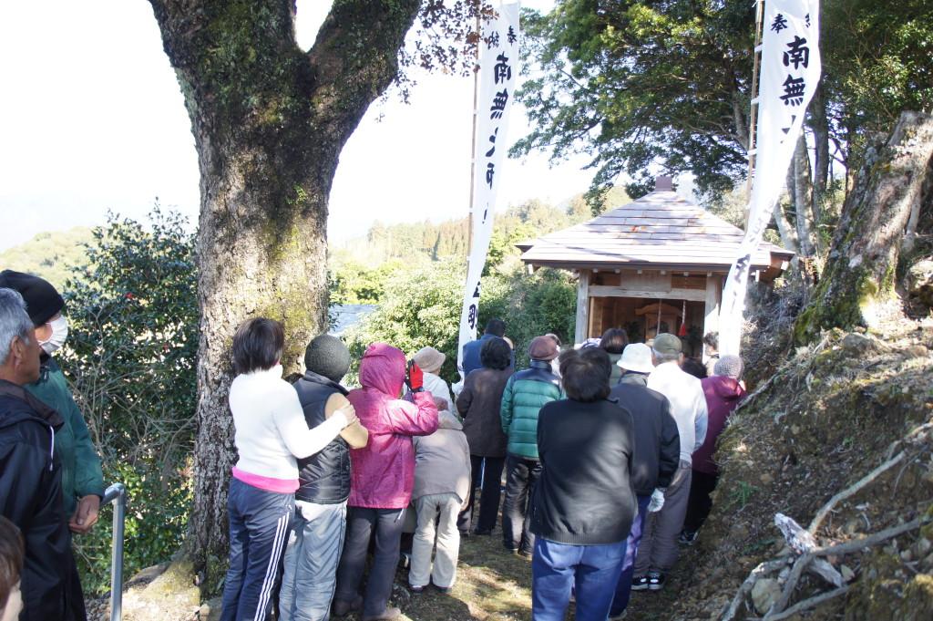 弘法大師に祈る地域の安寧