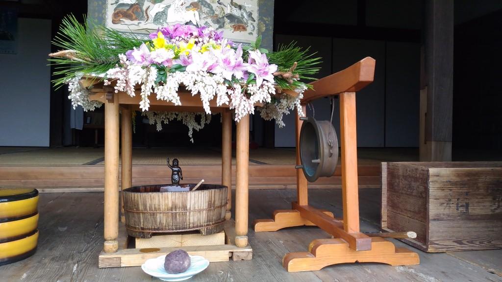 お釈迦様の生誕を祝う花祭り