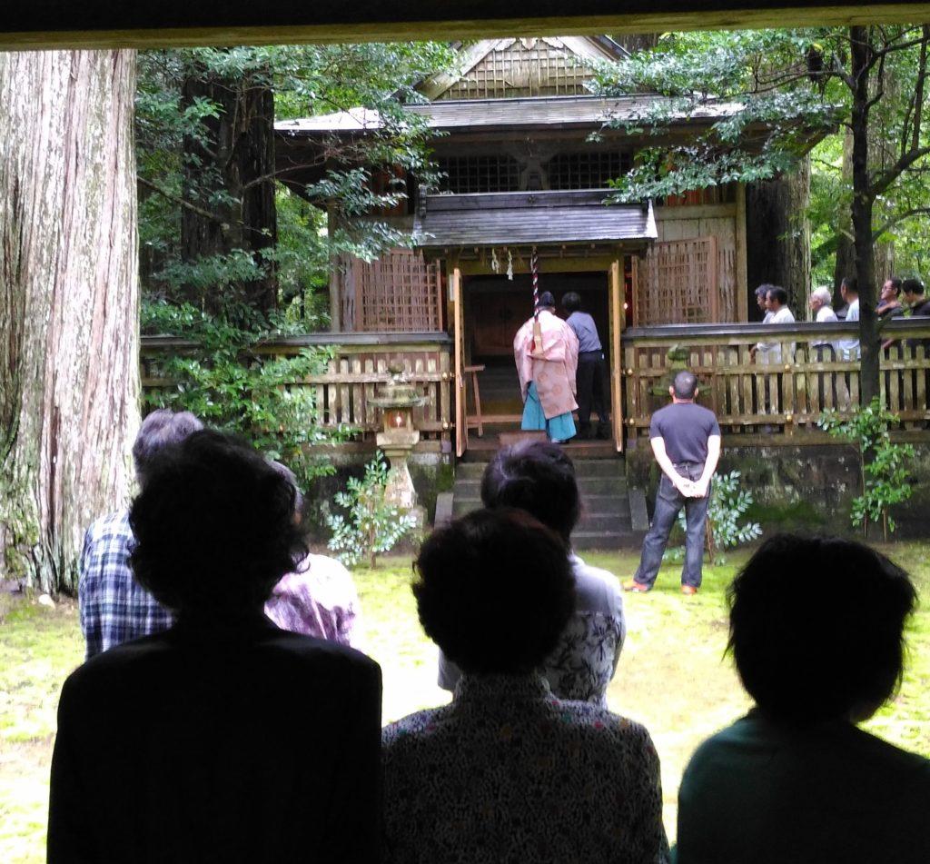 地域の平穏に感謝を 色川神社例大祭