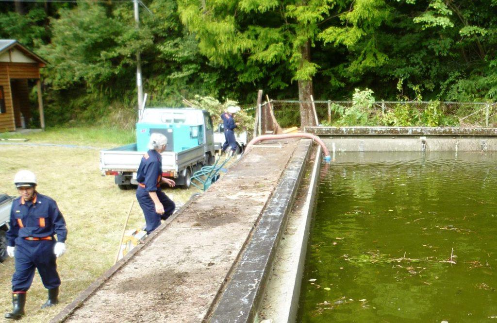 妙法小学校のプールを防火水槽に